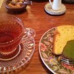 34940190 - 今日のデザートは、金柑のシフォンケーキ  出雲紅茶はチョイスしました。