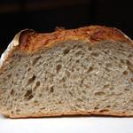 モキチ ベーカー&スウィーツ - 料理写真:カンパーニュ