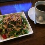 ポアーハウス - ランチにセットで付く、サラダとコーヒー!
