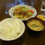 美好屋 - 2015.2)肉野菜炒め定食(880円)
