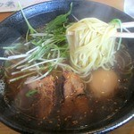 らーめん 至 - 麺は細麺