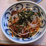 すから - 冷麺   キムチの酸味と海苔の香り、麺の食感が初体験