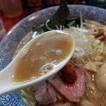 麺処ほん田 - 魚介を強調しないナイスなスープです。