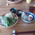 レストラン 樹樹 - おでん、サラダ、パスタ、茶わん蒸し、小松菜