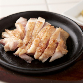 素材の味をできるだけ活かしたシンプルな一品料理!