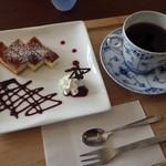 花カフェきゃろっと - マンデリン&チーズケーキ