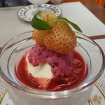 ビストロ ダイア - デザートはクレームダンジュ(クリームチーズとラズベリーソース)