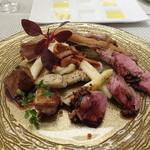 ビストロ ダイア - 石田綿羊牧場の子羊、リブロース、もも肉、レバー、トリッパとアスパラ、行者にんにくソース