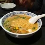 あたか飯店 - ラーメン(白湯スープ)