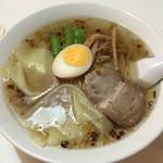 カオタンらーめん37 - 料理写真:特製ワンタン麺(塩)