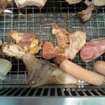 すたみな太郎 - 鶏のモモ肉が 1番♪塩コショウで!