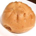 ドラゴンレッドリバー - 五色小籠包と蟹炒飯セット 1000円 の肉まん