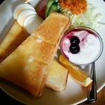 34962266 - モーニングのトースト、自家製ドレッシングのサラダ、ゆで卵、フルーツヨーグルト
