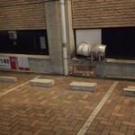 ブラッセリー ブルゴーニュ - 店前の専用駐車場となりはルパンミュラさん