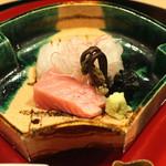 桜田 - 向付 (鮪、鯛、烏賊、赤貝、山葵醤油 ないし ちり酢 と共に) (2015/01)
