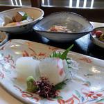 鶴形 - 料理写真:お造り、煮物、酢の物