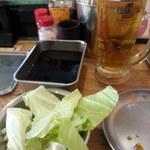 串カツ田中 - 12~16時は生ビールプレミアムモルツ通常390円が190円、お通し240円はキャベツでお代わり自由です