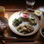 34971504 - 気まぐれランチ(豚肉と白菜と卵の塩炒め)ドリンク付きで1150円