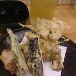 卯どん亭 - 緑茶ハイと天ぷら盛り