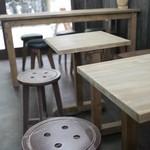 サニー コーヒー - ボタン模様の椅子