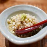 森川 - お通しの蕎麦の実。歯ごたえを残した炊き方。