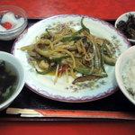 広東家庭料理 藍林閣 - チンジャオロースー定食です