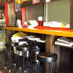 広東家庭料理 藍林閣 - カウンター席です