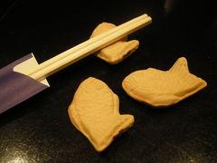 日本酒バー オール・ザット・ジャズ - 遊び心満載、鯛やきの箸置き。