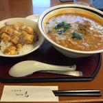遊遊天山 - 担々麺、麻婆丼のセット