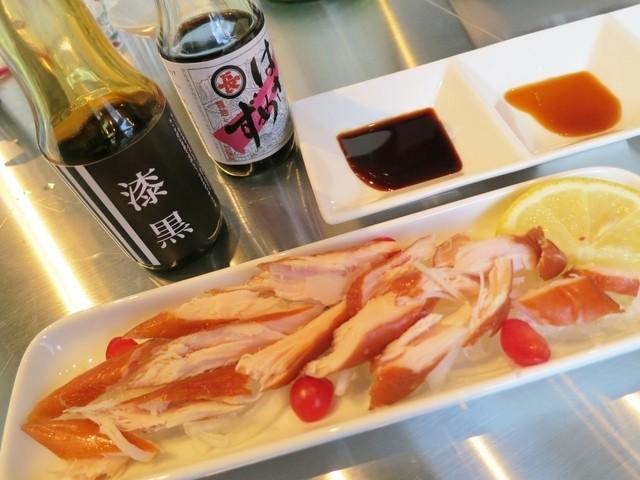 純米酒専門YATA 名古屋伏見店 - 鶏ささ身のスモークを拘りの醤油と合わせます