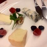 ブラッセリーバク - チーズ3種盛り