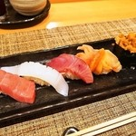 幸ちゃん寿司 - おまかせで5貫にぎってもらった
