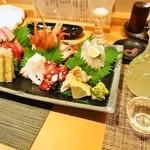 幸ちゃん寿司 - 刺身盛り合わせ & お酒