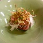 寧 - 猪豚と葉玉ねぎのサラダ