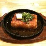 炉ばた花れんこん - 人気の豆腐ステーキ 外の衣がパリパリでタレが絡むと超うまい (400円)