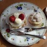 3499354 - シュークリームとショートケーキ