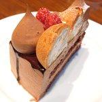 34990990 - キングチョコレートケーキ<店舗限定> 880円