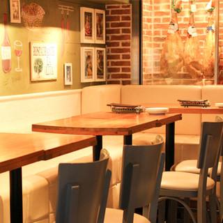 本場スペインの食堂をイメージした店内で最高のひとときを。