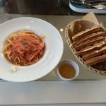 Deckcafe@Shirasaki - ワッフルランチ・紅ズワイガニのトマトクリームパスタセット 1130円