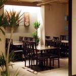 タイレストラン タニサラ - ゆったりとした座席配置