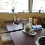 藤ヶ丘食堂 - テーブル席