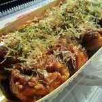 たこちゅう - 料理写真:たこ焼き(ピリ辛ソース)480円