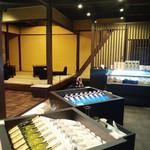 35006985 - 和モダンな空間と日本酒が充実。