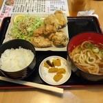 古都うどん店 - 唐揚げ定食  久しぶりに食べに来ました! 揚げたてでジューシーでおいしい (*´ڡ`●)