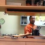 マヤデビ - ナンの皿の上に皿…