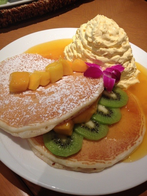 モアナキッチンカフェ 新宿タカシマヤタイムズスクエア店 - マンゴーキューイパンケーキ