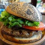 35010182 - でかいハンバーガー
