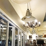 カフェ ド フォブ - 照明は商品でもあります