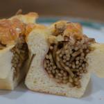 ビアン シュール - やきそばパン(断面)