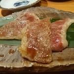 小太郎 - 米澤牛カルビ炙り。